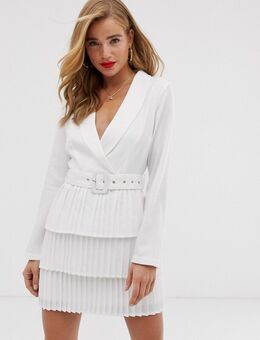 X Dani Dyer – Weißes Blazer-Kleid mit tiefem Ausschnitt und Plissee-Rock