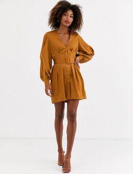 – Kleid aus Satin mit Gürtel-Braun