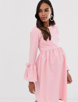 – Umstandsmode – Skater-Kleid in Rosa mit ausgestelltem Ärmeln